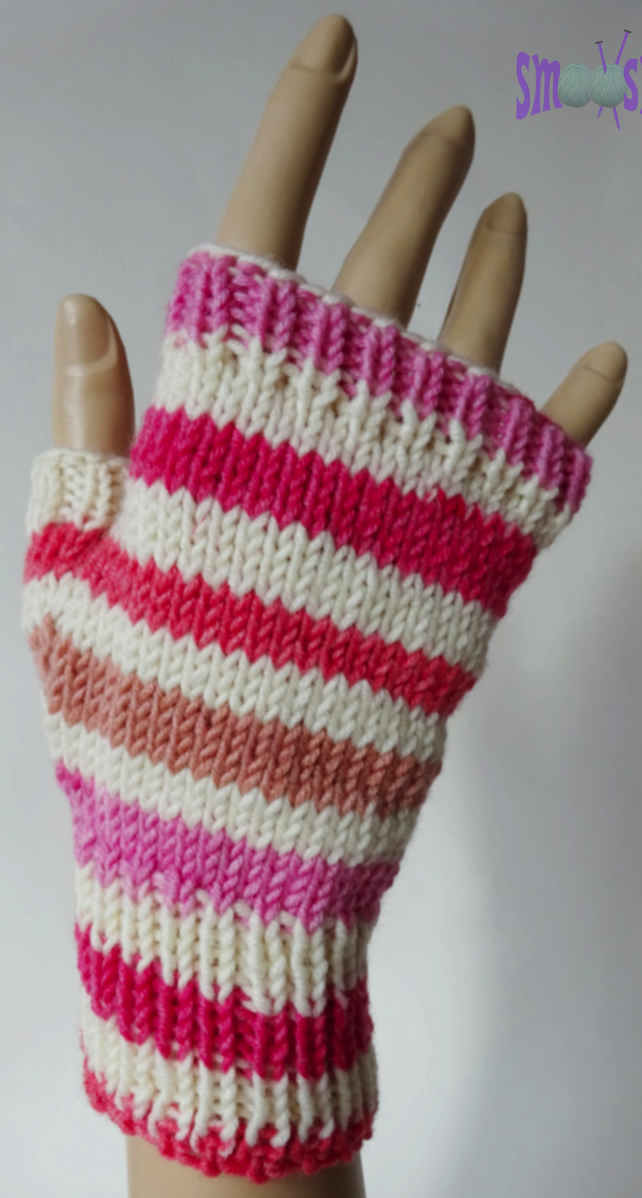 Fingerless Mitts: Peaches and Cream
