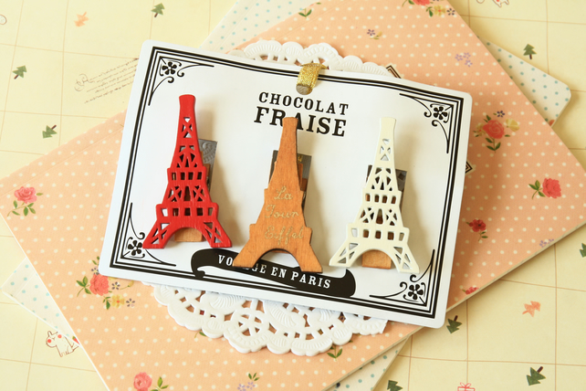 Decole Eiffel Tower Chocolat Fraise Wood Pegs Clips