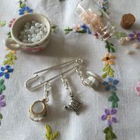 A Silver Plated Shawl Pin with Detachable Floral Ceramic Stich Markers
