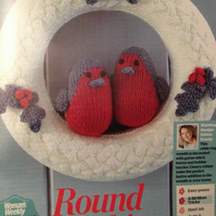 Christmas Wreath with holly, and 2 cheery round robins Knitting Pattern