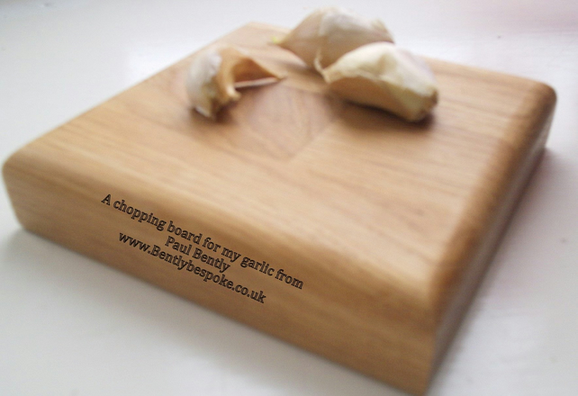 Garlic chopping board in oak