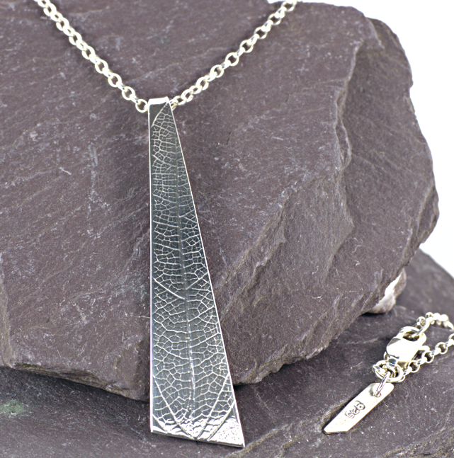 Sterling silver embossed pendant. (016)