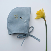 'Busy Bee' Blue linen bonnet