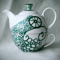 Beautifully hand painted teapot and cup gift set