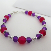Dark Magenta & Deep Pink Glass Bead Bracelet. 8""