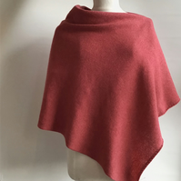 Lambswool Poncho knitted in Wool Colour Rose