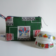 Vintage 1960s kitchenalia designed fabric. Toiletries, cosmetics or make up bag.