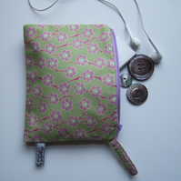 Purse, cosmetics bag or headphones case in Liberty fabric.