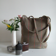 Autumnal checked wool tote bag for special occasions. Beige green red blue.