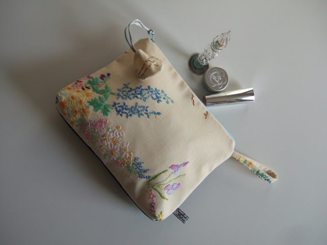Vintage floral embroidery clutch, or special occasions bag.