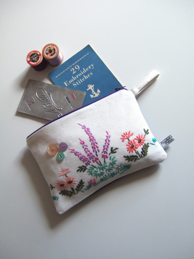 Zip-up make up bag, purse or cosmetics bag with vintage floral embroidery