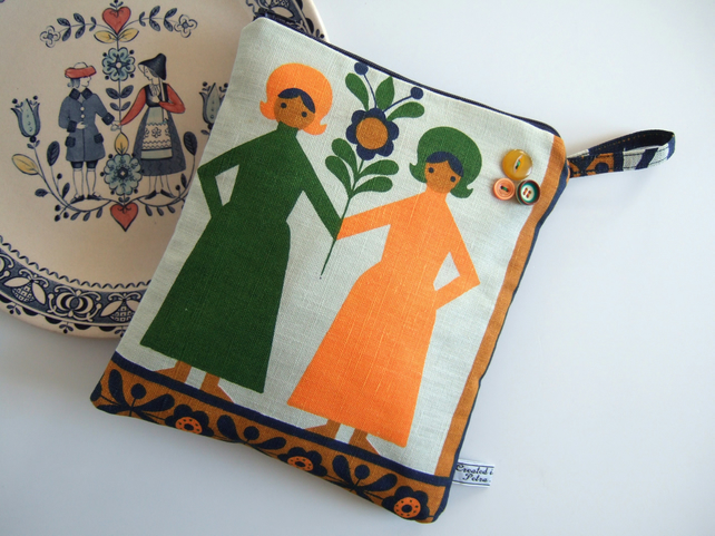 Pouch or large purse made from vintage Scandinavian print.
