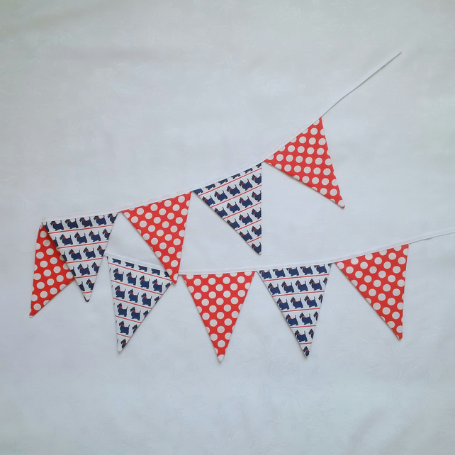 Bunting, red, white, blue, fabric, spots, dogs, summerhouse, bedroom