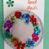 Flowery wreath brooch