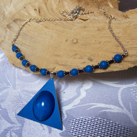 Blue anodized aluminium and resin triangle necklace (N 50)