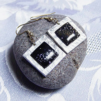 Black sparkle square earrings (E 39)