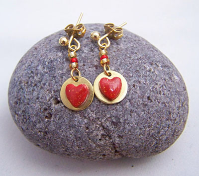 Red and gold Valentine heart dangle earrings (E 82)