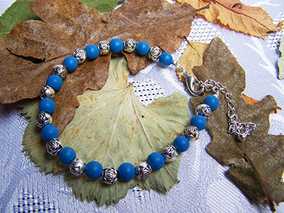 Wooden blue and silver rosebud bracelet (B 32)