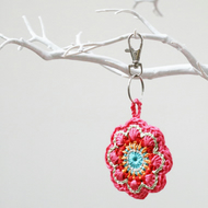 Crochet flower keyring - 3 colours 'Maisy'