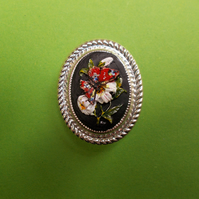 Delicate BUTTERFLY IN LILLIES CAMEO BROOCH Wedding Lapel Flower Pin HAND PAINTED