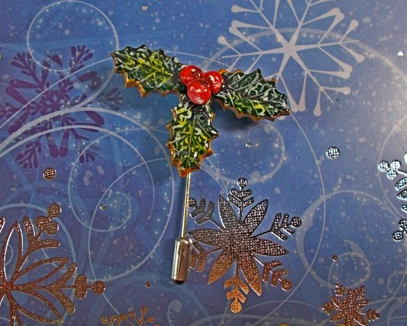 Small Christmas HOLLY & RED BERRIES PIN Xmas Lapel Brooch HANDMADE HAND PAINTED