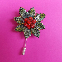 Christmas HOLLY & RED BERRIES WREATH PIN Xmas Lapel Brooch HANDMADE HAND PAINTED