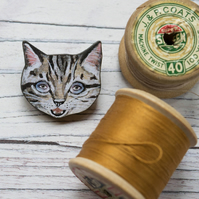 Tabby cat wooden brooch. Cat badge