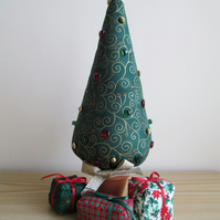 'Scrolls' Christmas Tree and Parcel Set