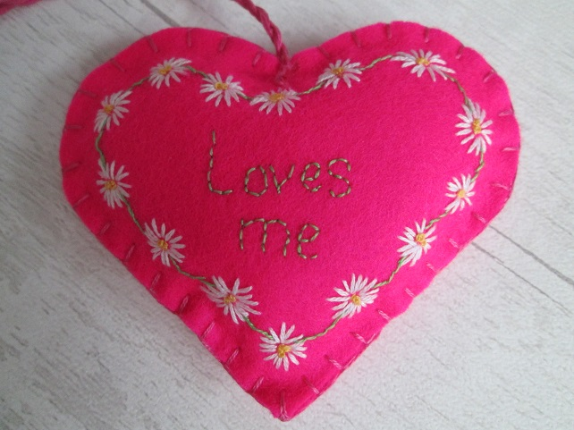 'Loves me' Hot Pink Felt Heart with Hand Embroidered Daisy Chain