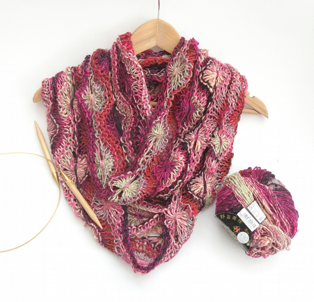 Knitting pattern for feminine flowery infinity scarf