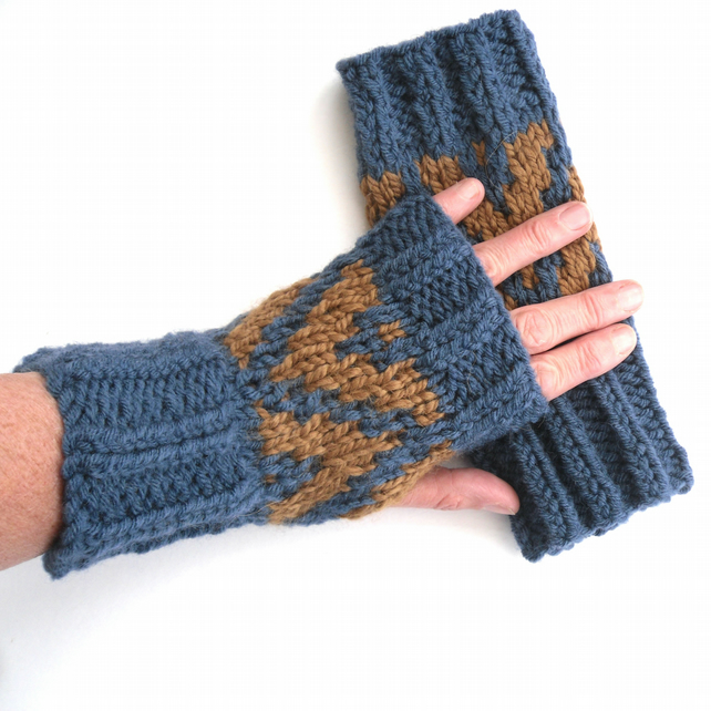 Chunky Patterned fingerless gloves in Blue & Copper