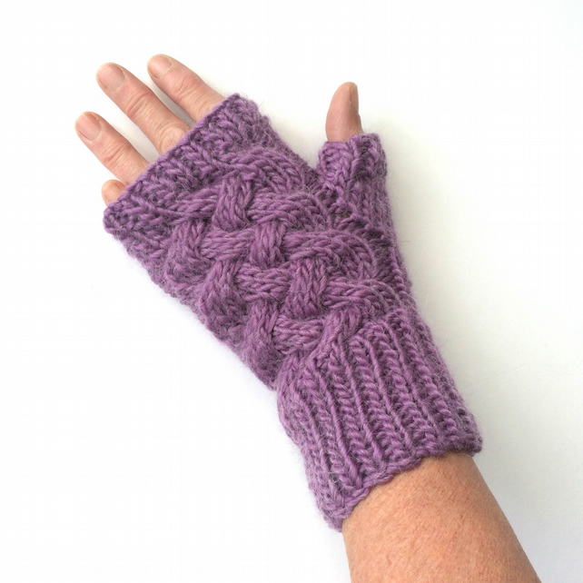 Lilac fingerless gloves