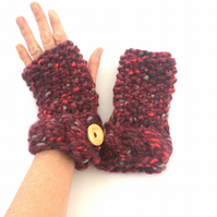 Red chunky  fingerless gloves