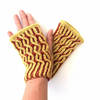 Knitting pattern for brioche fingerless gloves