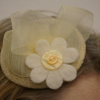 Cream Dream Fascinator