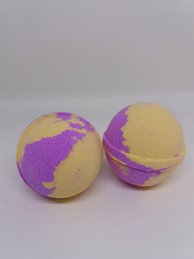 Miss Temptation frankincense Bath Bomb