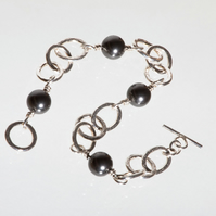 Hammered Silver Chain Bracelet with Black Swarovski Pearls