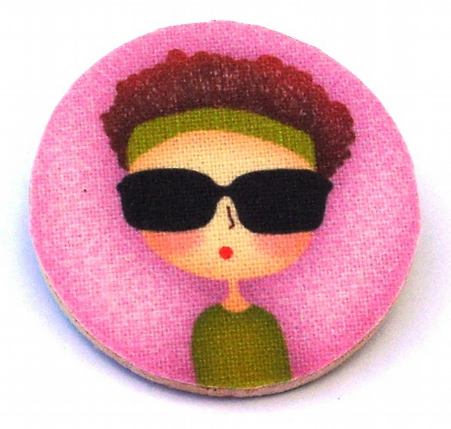 Cool chic with sunglasses wood and fabric Brooch