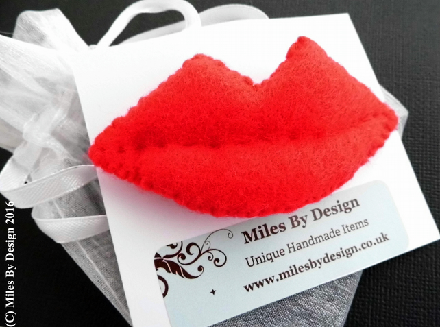 Red Felt Lips Brooch
