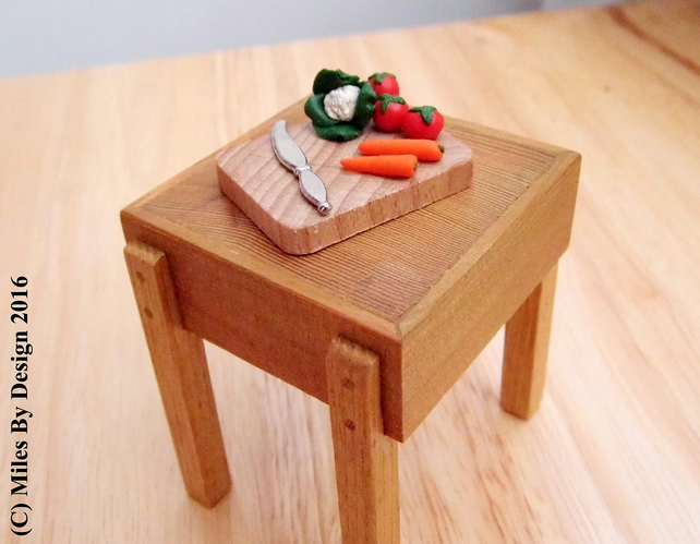 1:12 Scale Miniature Vegetable Chopping Board