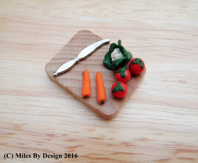 1:12 Scale Miniature Vegetable Chopping Board - Food