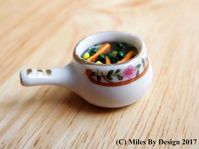 1:12 Scale Miniature Vegetables in Porcelain Saucepan for Dolls House - Food