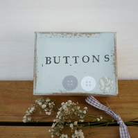 A little box for storing your buttons