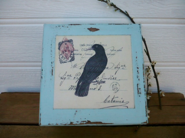 Gift box with black bird