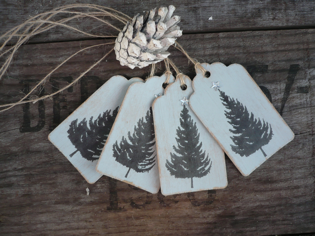 Grey gift tag with christmas tree