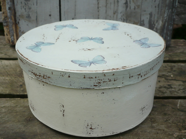 Circular decoupaged box