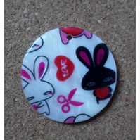 2 x Printed Shell Pendants - Round - 35mm - Love Bunnies