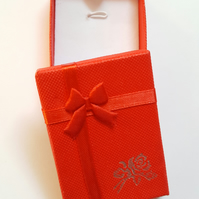 1 x Cardboard Jewellery Gift Box - 7cm - Bow & Rose Design - Red