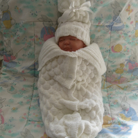 Hand knitted cocoon and hat for 0-3m baby