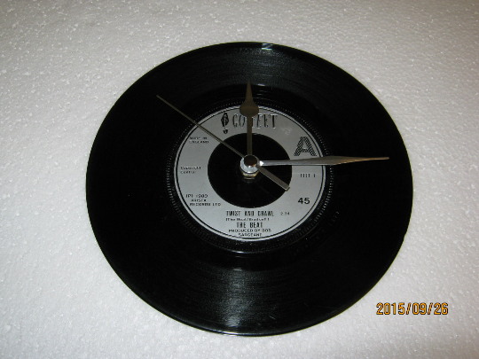 "The Beat - ""Twist And Crawl"" 7"" Vinyl Record Wall Clock"